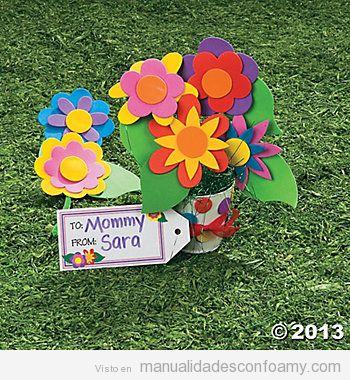 Precioso ramo de flores hecho con goma eva