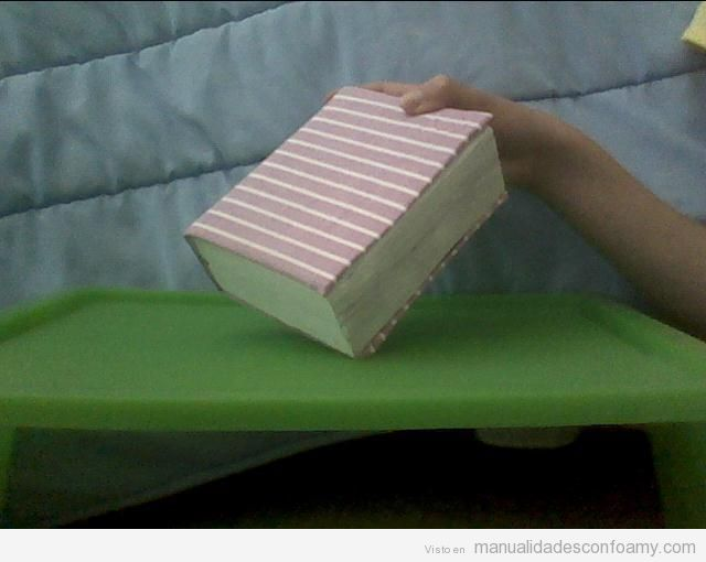 Manualidades goma eva, caja forrada que parece un libro