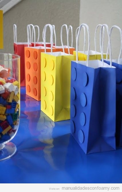 Bolsa de regalo decorada con foamy, lego