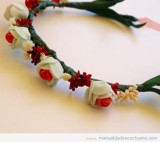 Diadema estilo medieval con rosas de goma eva