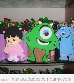 Muñecos de foamy con los personajes de Monstruos SA