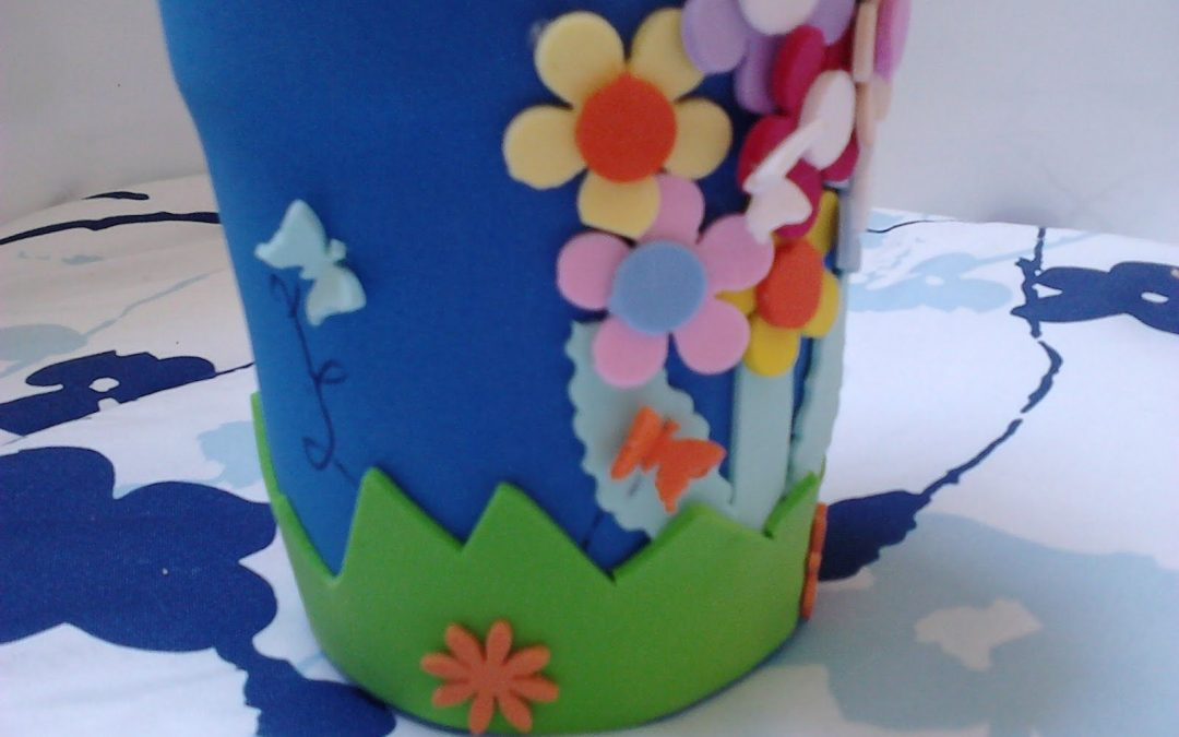 Maceta decorada con flores de goma eva manualidades con - Goma eva decorada ...