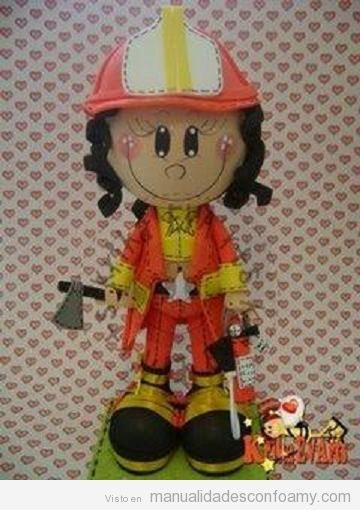 Muñeca foamy, fofucha bombero