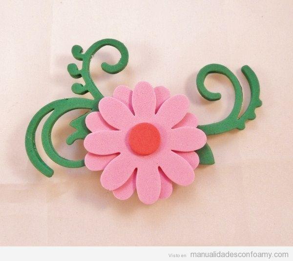 Broche de goma eva con forma de flor