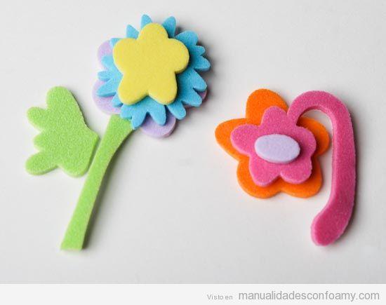 Flores sencillas de foamy para realizar con niños como manualidades