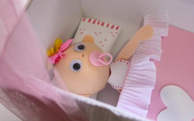 Fofucha bebé en una cuna hechos con goma eva, vídeo paso a paso