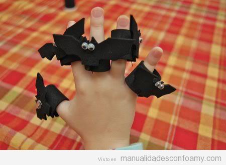 Manualidades de goma eva para niños, anillos murciélagos o Batman