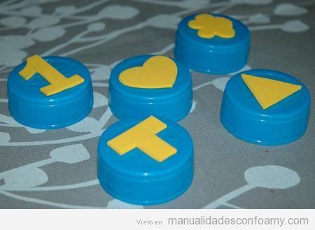 Manualidades en goma eva para niños, tapones como sellos de goma eva