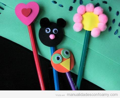 Adornar lápices con animales y flores de goma eva