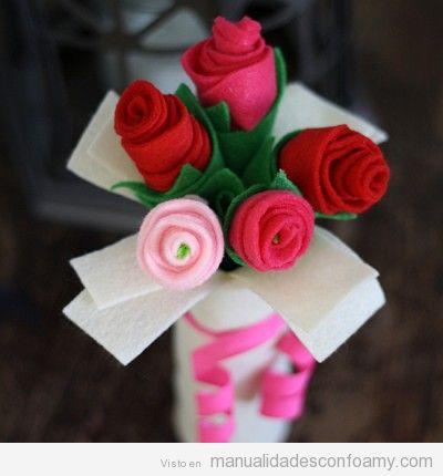 Ramo de rosas hecho con foamy
