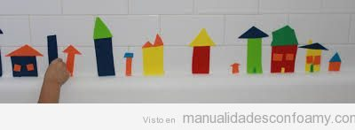Casitas de goma eva para jugar en los azulejos del baño, ideal para niños