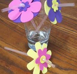 Flores de goma eva para poner en la pajita de la bebida
