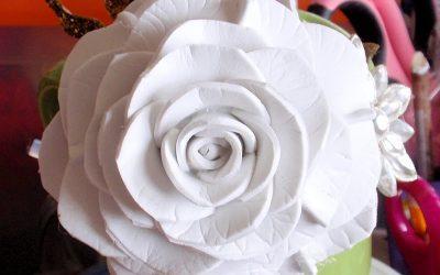 Cómo hacer una rosa con goma eva para broche o decorar diadema, vídeo paso a paso