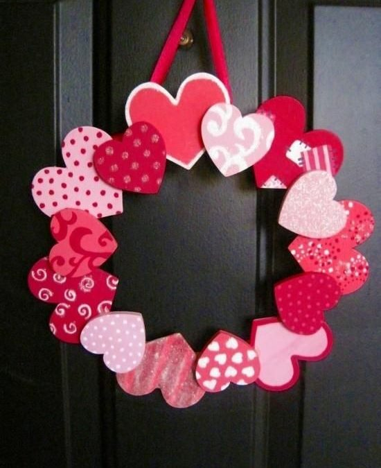 Corona de corazones, una manualidad ideal para regalar en San Valentín