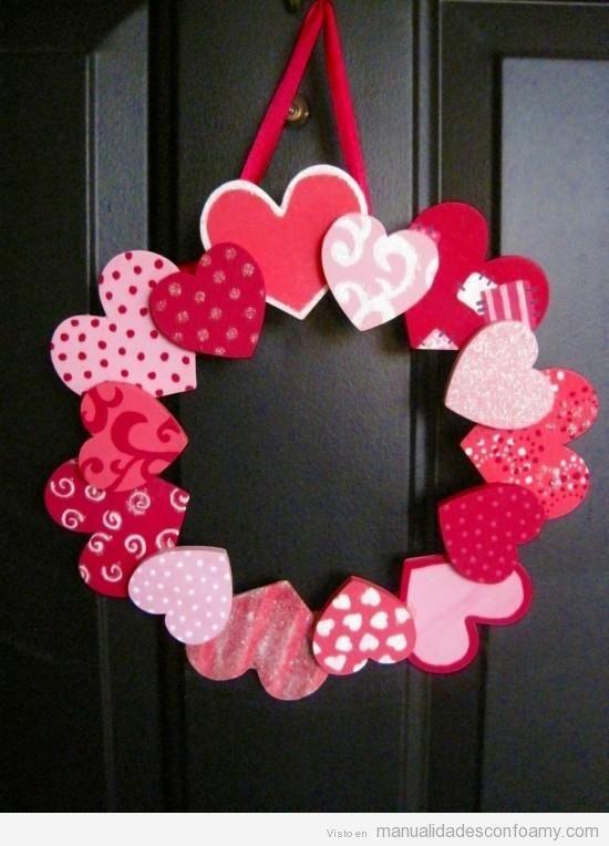 Corona de corazones una manualidad ideal para regalar en - Como hacer adornos de san valentin ...