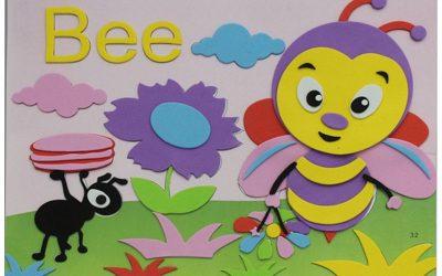 Mural de goma eva con una abeja y una hormiga en el campo