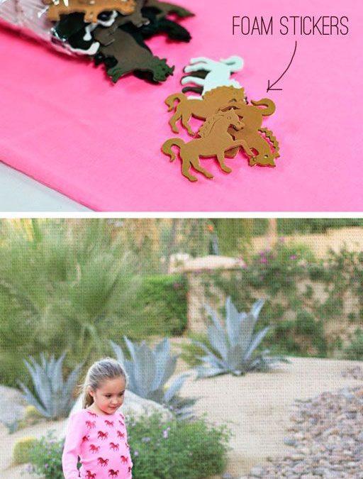 Cómo decorar una camiseta con caballitos de goma eva en forma de estampado