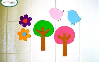 Flores, árboles y pájaros en goma eva para pegar en la bañera y que jueguen los niños