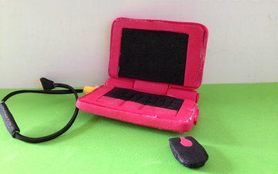Cómo hacer un portátil en goma eva para las Monster High (Vídeo)