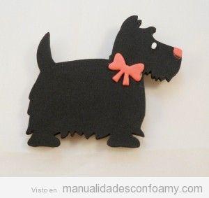 Broche de goma eva con forma perro terrier escocés