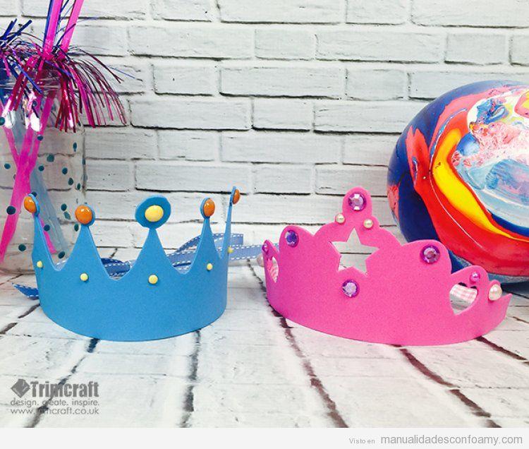 Coronas de rey y reina en goma eva para cumplea os for Decoracion de goma eva para cumpleanos