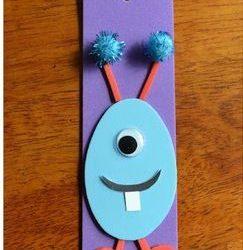 Marcapáginas con un monstruito en goma eva, manualidad para niños