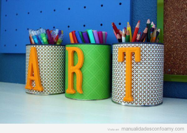Botes de lápices DIY decorados con letras de goma eva