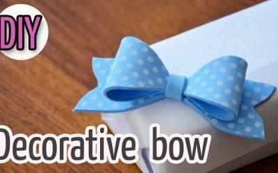 Lazo de goma eva para decorar un envoltorio de regalo, vídeo paso a paso