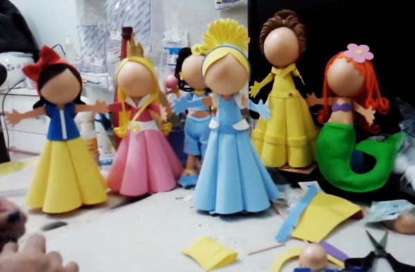 Cómo hacer muñecas fofuchas de la princesas Disney Cenicienta (Vídeo)