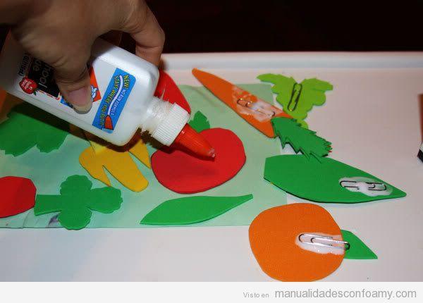 Cómo aprender a hacer un juego de foamy con frutas y hortalizas, paso 3