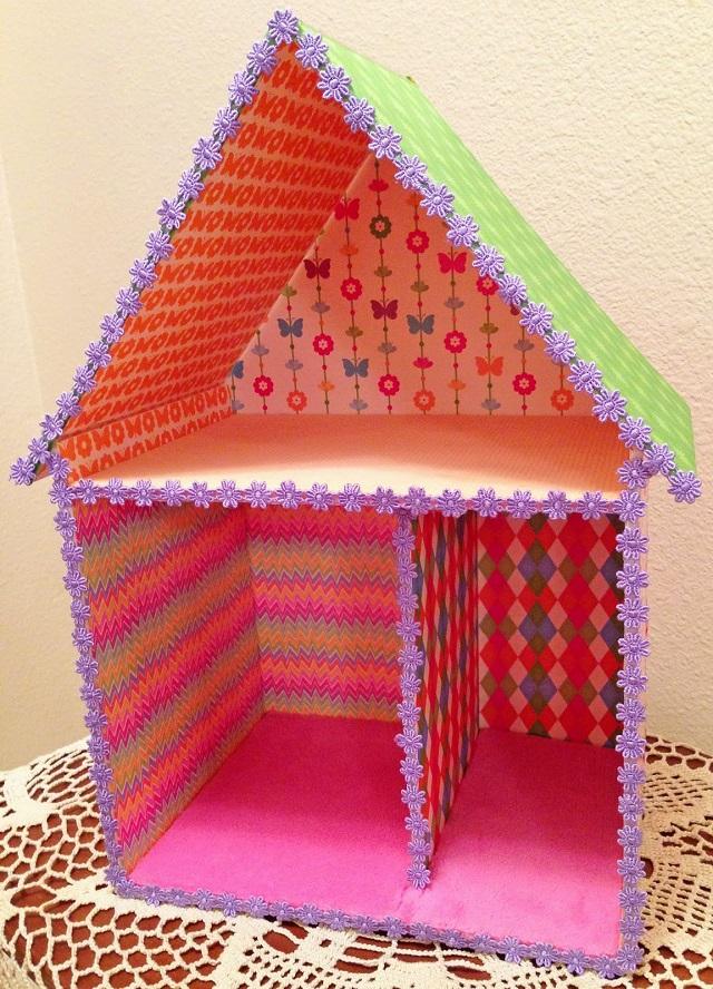 Casas de muñecas con papel pintado 7
