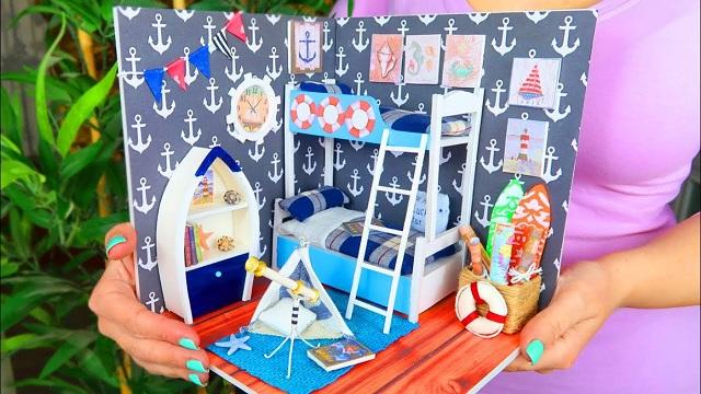 Casas de muñecas con papel pintado 4