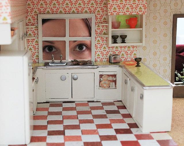 Casas de muñecas con papel pintado 8