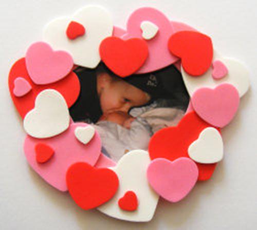 Manualidades foamy San Valentín marco fotos corazones
