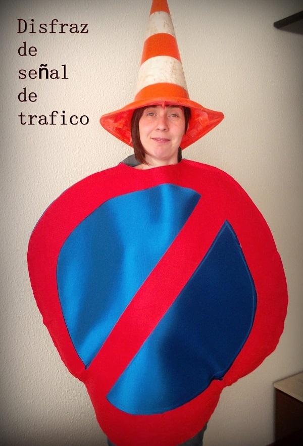 Disfraz con tela foam señal de tráfico